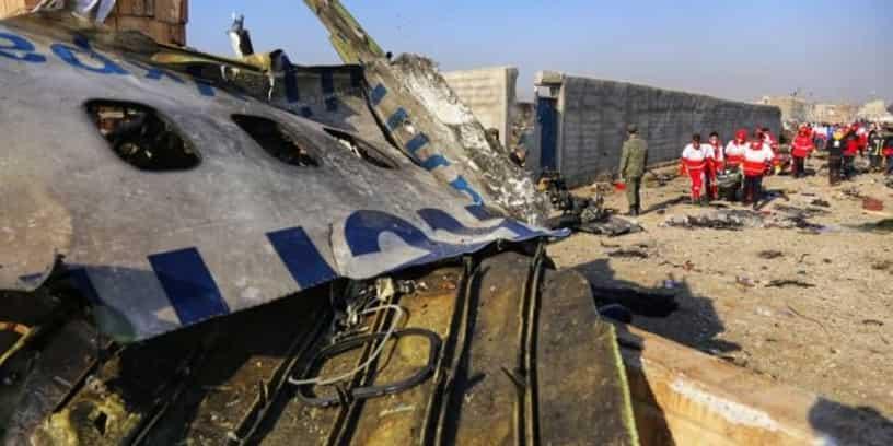 Des secouristes du Croissant-Rouge iranien sur les lieux du crash de l'avion d'Ukrainian Airlines, le 8 Janvier 2020.